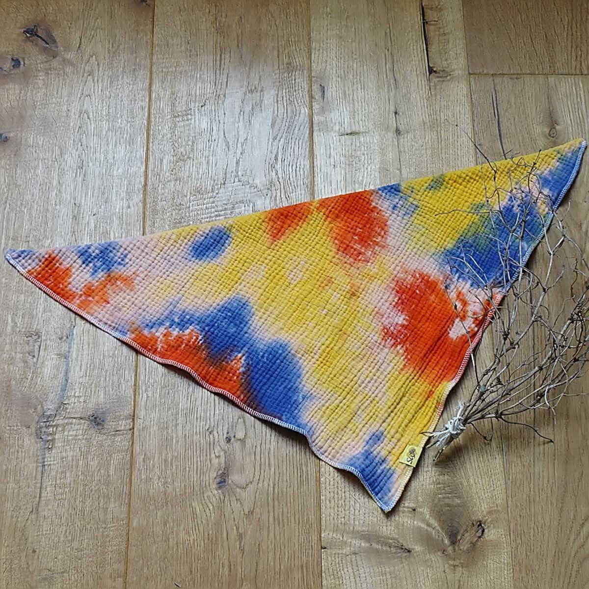 """weiches, kuscheliges Wende-Musselin-Halstuch zum Knoten mit Muster """"Batik blau, gelb, rot"""""""