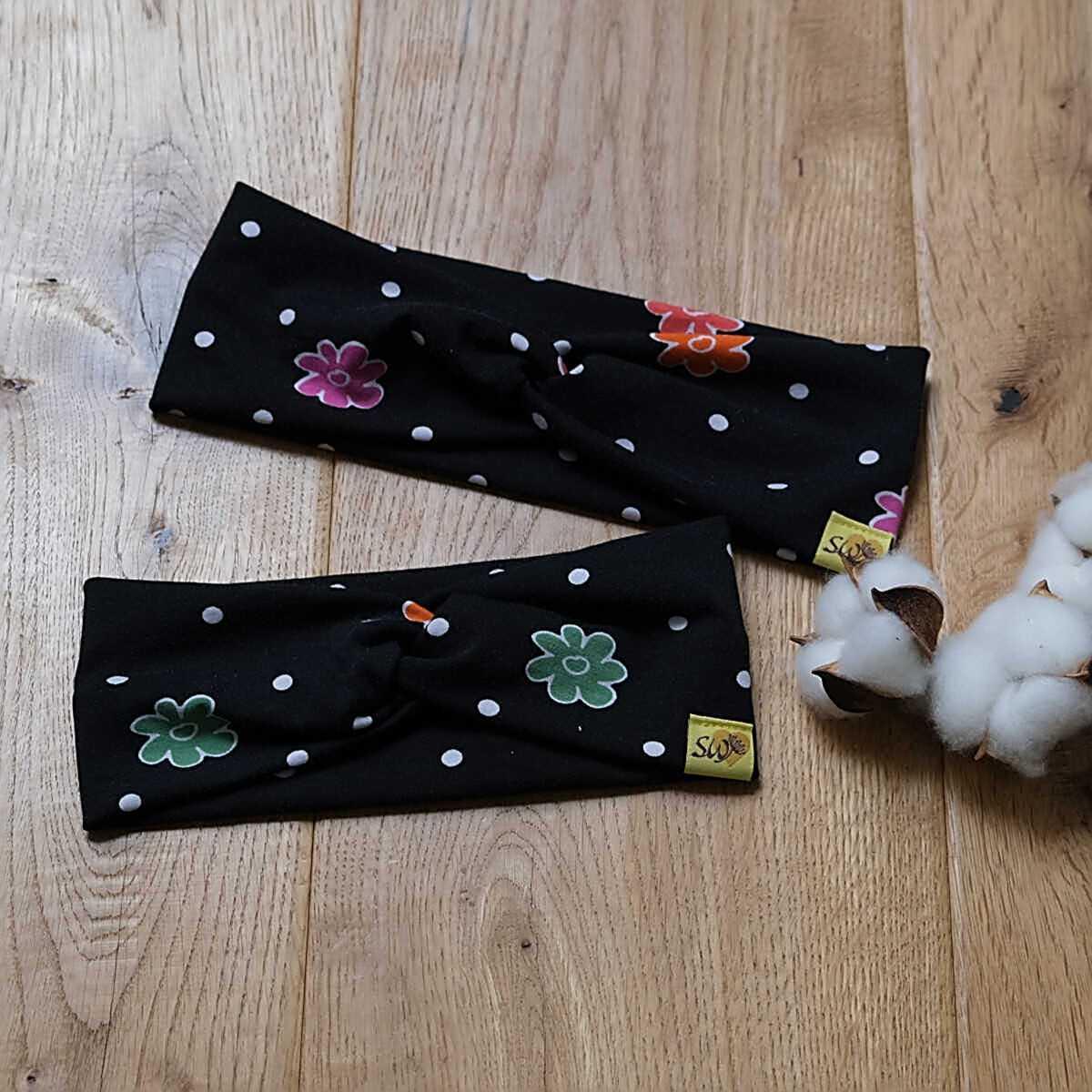 """stylisches Knoten-Stirnband aus Jersey mit Muster """"schwarz mit Blumen"""""""
